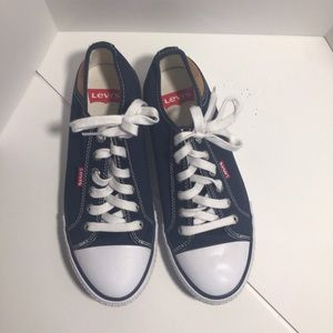 NWOT Levi's low cut 7.5 navy leather sneakers boat